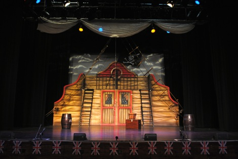 Pirates Of Penzance Set: Pirate Ship